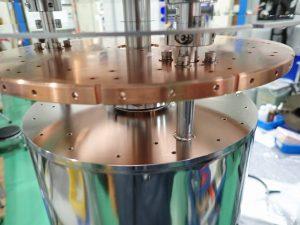 液体窒素・液体ヘリウムタンク2